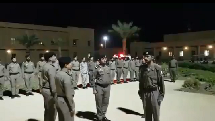 فيديو تجريد عسكري من بدلته الذي أثار الجدل