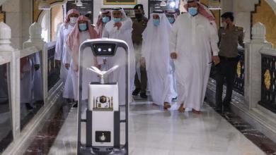 صورة زيادة أعداد روبوتات التعقيم في المسجد الحرام